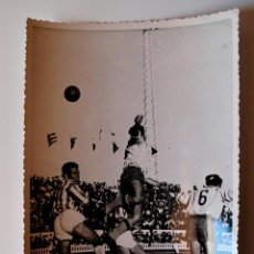 Coleccionismo deportivo: FOTOGRAFIA DE FUTBOL ORIGINAL (FOTO JUMAN, CADIZ) CADIZ- RECREATIVO DE HUELVA, ESTADIO CARRANZA. Lote 43523021