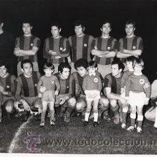 Coleccionismo deportivo - FOTO F.C.BARCELONA (20 X 15CM) 1972 INAUGURACIÓN ILUMINACIÓN CAMPO NASTIC TARRAGONA - 43798538