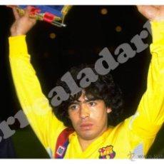 Coleccionismo deportivo: FOTOGRAFIA 15X23 F.C. BARCELONA - MARADONA CAPITAN - 1984. Lote 86095188