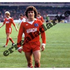 Coleccionismo deportivo: FOTOGRAFIA 15X20 HAMBURGO KEVIN KEEGAN 1977-78. Lote 44174132