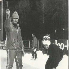 Coleccionismo deportivo: FOTOGRAFÍA DE PRENSA PATINADORA ALEMANA MONIKA PFLUG 1973. Lote 44706063
