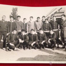 Coleccionismo deportivo: ANTIGUA FOTOGRAFIA PLANTILLA DE FUTBOL DESCONOZCO EL EQUIPO AÑOS 60 70. Lote 45169824