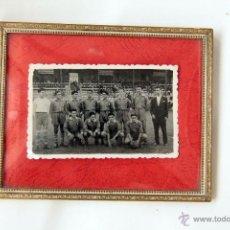 Coleccionismo deportivo: ANTIGUA FOTO DEL ALCOYANO, AÑO 1953. ORIGINAL Y CUÑADA. ENMARCADA.. Lote 45244215