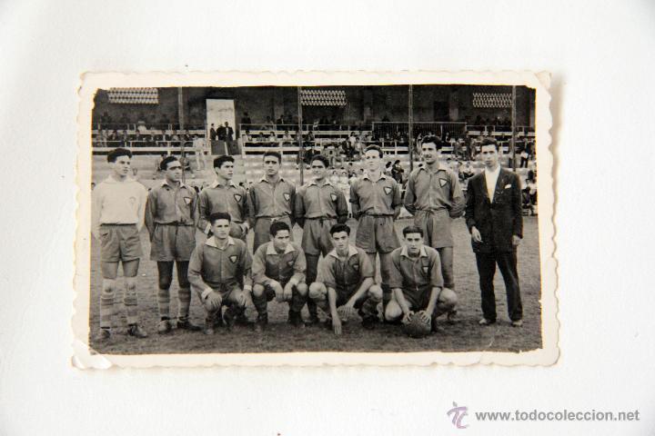 Coleccionismo deportivo: ANTIGUA FOTO DEL ALCOYANO, AÑO 1953. Original y cuñada. ENMARCADA. - Foto 2 - 45244215