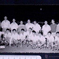 Coleccionismo deportivo: PLANTILLA DEL BALON DE CÁDIZ.C.F.PRINCIPIOS DE LOS AÑOS 60.. Lote 46453558