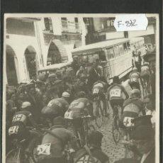 Collezionismo sportivo: CICLISMO - VOLTA CICLISTA A CATALUNYA AÑO 1935 - FOTOGRAFIA BADOSA - MIDE 11,5 X 17 CM. - (F-872 ). Lote 47145643