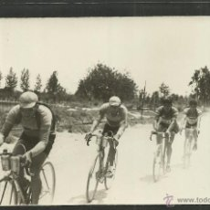 Coleccionismo deportivo: CICLISMO - VOLTA CICLISTA A CATALUNYA AÑO 1935 - FOTOGRAFIA BADOSA - MIDE 11,5 X 17 CM. - (F-891). Lote 47146135