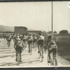 Coleccionismo deportivo: CICLISMO - VOLTA CICLISTA A CATALUNYA AÑO 1935 - FOTOGRAFIA BADOSA - MIDE 11,5 X 17 CM. - (F-892). Lote 47146147