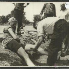 Coleccionismo deportivo: CICLISMO - VOLTA CICLISTA A CATALUNYA AÑO 1935 - FOTOGRAFIA BADOSA - MIDE 11,5 X 17 CM. - (F-894). Lote 47146166