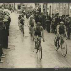 Coleccionismo deportivo: CICLISMO - VOLTA CICLISTA A CATALUNYA AÑO 1935 - FOTOGRAFIA BADOSA - MIDE 11,5 X 17 CM. - (F-895). Lote 47146177