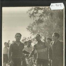 Coleccionismo deportivo: CICLISMO - VOLTA CICLISTA A CATALUNYA AÑO 1935 - FOTOGRAFIA BADOSA - MIDE 11,5 X 17 CM. - (F-904). Lote 47146284