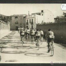 Coleccionismo deportivo: CICLISMO - VOLTA CICLISTA A CATALUNYA AÑO 1935 - FOTOGRAFIA BADOSA - MIDE 11,5 X 17 CM. - (F-905). Lote 47146297