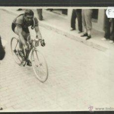 Coleccionismo deportivo: CICLISMO - VOLTA CICLISTA A CATALUNYA AÑO 1935 - FOTOGRAFIA BADOSA - MIDE 11,5 X 17 CM. - (F-909). Lote 47146338