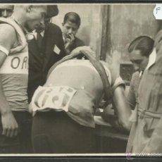 Coleccionismo deportivo: CICLISMO - VOLTA CICLISTA A CATALUNYA AÑO 1935 - FOTOGRAFIA BADOSA - MIDE 11,5 X 17 CM. - (F-914). Lote 47146390
