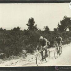Coleccionismo deportivo: CICLISMO - VOLTA CICLISTA A CATALUNYA AÑO 1935 - FOTOGRAFIA BADOSA - MIDE 11,5 X 17 CM. - (F-915). Lote 47146599