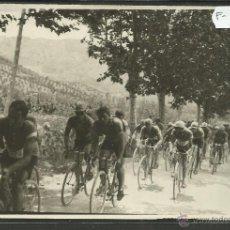 Coleccionismo deportivo: CICLISMO - VOLTA CICLISTA A CATALUNYA AÑO 1935 - FOTOGRAFIA BADOSA - MIDE 11,5 X 17 CM. - (F-918). Lote 47146659