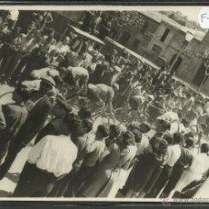 Coleccionismo deportivo: CICLISMO - VOLTA CICLISTA A CATALUNYA AÑO 1935 - FOTOGRAFIA BADOSA - MIDE 11,5 X 17 CM. - (F-920). Lote 47146761