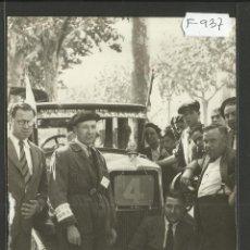 Coleccionismo deportivo: CICLISMO - VOLTA CICLISTA A CATALUNYA AÑO 1935 - FOTOGRAFIA BADOSA - MIDE 11,5 X 17 CM. - (F-937). Lote 47147180
