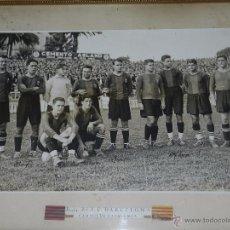 Coleccionismo deportivo: FC BARCELONA ESPECTACULAR FOTOGRAFIA DEDICADA AUTOGRAFA POR LA PLANTILLA CAMPEON DE CATALUÑA 1926/27. Lote 48630118
