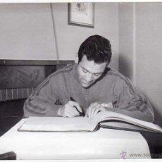 Coleccionismo deportivo: FC BARCELONA. BARÇA. LIGA 1958-59. FOTO ORIGINAL. JUGADOR RIBELLES. 2 FOTOS 18 X 13 CTMS.. Lote 48810119