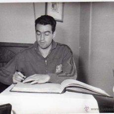 Coleccionismo deportivo: FC BARCELONA. BARÇA. LIGA 1958-59. FOTO ORIGINAL. JUGADOR VERGES. 18 X 13 CTMS.. Lote 48810330