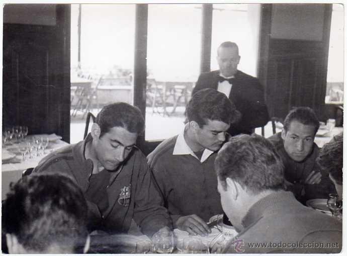 FC BARCELONA. BARÇA. LIGA 1958-59. 9 FOTOS ORIGINALES.DE UNA CONCENTRACIÓN. 18 X 13 CTMS. (Coleccionismo Deportivo - Documentos - Fotografías de Deportes)