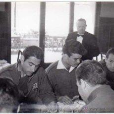 Coleccionismo deportivo: FC BARCELONA. BARÇA. LIGA 1958-59. 9 FOTOS ORIGINALES.DE UNA CONCENTRACIÓN. 18 X 13 CTMS.. Lote 48810712