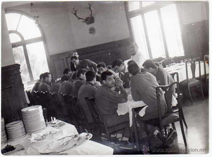 Coleccionismo deportivo: FC BARCELONA. Barça. Liga 1958-59. 9 Fotos ORIGINALES.de una concentración. 18 x 13 ctms. - Foto 5 - 48810712