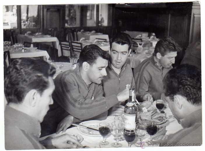 Coleccionismo deportivo: FC BARCELONA. Barça. Liga 1958-59. 9 Fotos ORIGINALES.de una concentración. 18 x 13 ctms. - Foto 9 - 48810712