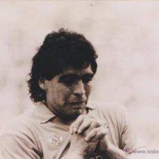 Coleccionismo deportivo: FOTOGRAFÍA KODAK. FOTO DE MARADONA EN NÁPOLES.. Lote 49459744