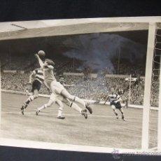 Coleccionismo deportivo: 1959 1960 - WEMBLEY - FINAL AMATEUR DE FUTBOL - KINGSTONIAN - HENDON - DORSO CON FIRMAS - . Lote 49526430