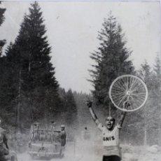 Coleccionismo deportivo: FG- 387. MIGUEL POBLET EN EL GIRO DE ITALIA. EQUIPO IGNIS. AÑO 1957.. Lote 49572941