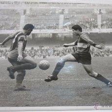 Coleccionismo deportivo - Foto archivo Pérez de Rozas. Partido FC BARCELONA. Nou Camp. Años 1969. 24 x 18 ctms. - 50445012