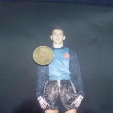 Coleccionismo deportivo: FOTO DEL JUGADOR BELMAN CON LA CAMISETA SEL.ESPAÑOLA CAT. INFERIORES.TAMAÑO: 15X20. Lote 50576412