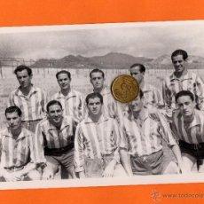 Coleccionismo deportivo: CD. MALAGA. FOTO DE JUGADORES DEL CD.MALAGA, TEMPORADA 1945-46. TAMAÑO: 18X12,5. Lote 50933012