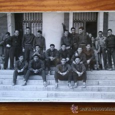 Coleccionismo deportivo: FOTOGRAFÍA ANTIGUA FÚTBOL. SELECCIÓN ESPAÑOLA ANTES DEL ENCUENTRO CONTRA TURQUÍA. AÑO 1953. Lote 51796189