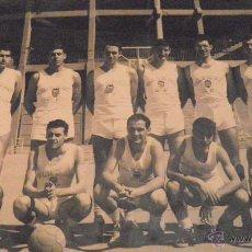 Coleccionismo deportivo: BASKET VALENCIA C.F. FOTOGRAFIA ORIGINAL DESFILIS 24X18 APROX. AÑOS 60-70. Lote 51886465