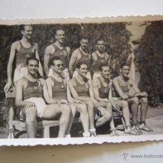 Coleccionismo deportivo: FOTOGRAFÍA ORIGINAL DEL EQQUIPO DE BALONCESTO DEL F.C. BARCELONA. AÑOS 40. Lote 52000155