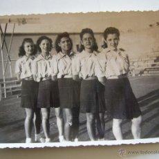 Coleccionismo deportivo: FOTOGRAFÍA ORIGINAL DEL EQUIPO DE BALONCESTO FEMENINO DEL R.C.D. ESPAÑOL. AÑOS 40. Lote 52320671