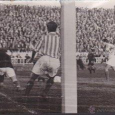 Coleccionismo deportivo: FOTOGRAFIA PARTIDO BARCELONA BETIS . Lote 52548698