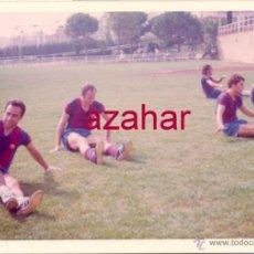 Coleccionismo deportivo: FOTOGRAFIA ORIGINAL, ENTRENAMIENTO DEL F.C.BARCELONA, AÑO 1973,126X88MM. Lote 52644543