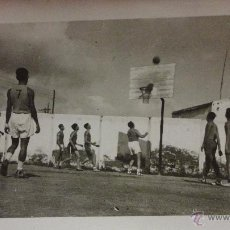 Coleccionismo deportivo: ANTIGUA FOTOGRAFIA PARTIDO DE BALONCESTO.REAL CANOE - I.N.P .1949.. Lote 53440014