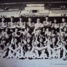 Coleccionismo deportivo: (F-13045)FOTOGRAFIA DE GRAN TAMAÑO CON FIRMAS ORIGINALES,BARCELONA AT.SANCHEZ,FORTES,MIR.FOTO SEGUI. Lote 53722987