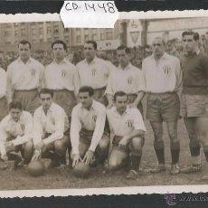 Coleccionismo deportivo: FOTOGRAFIA PLANTILLA GIJON EN EL CAMPO DEL BILBAO -FOTO ORIGINAL FOTO SAEZ BILBAO -(CD-1448). Lote 54474858