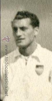 Coleccionismo deportivo: Equipo del Valencia C.F. ? años 40, sin indicación de fotógrafo, a identificar 23,5x17,3 cm. - Foto 2 - 54730827