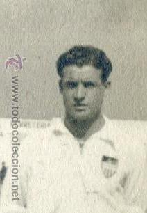Coleccionismo deportivo: Equipo del Valencia C.F. ? años 40, sin indicación de fotógrafo, a identificar 23,5x17,3 cm. - Foto 3 - 54730827