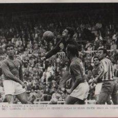 Colecionismo desportivo: FOTO FUTBOL R.C.D. ESPAÑOL 4 R.SOCIEDAD 2 DELANTERA DE CIRCUNSTANCIAS MARCO 4 GOLES 20-9-1959. Lote 54980800