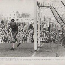 Coleccionismo deportivo: FOTOGRAFIA FUTBOL - R.C.D. ESPAÑOL 2 ZARAGOZA 1 - CONCENTRACIÓN DEL META BLANQUIAZUL 25-10-1959. Lote 55075219