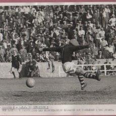 Coleccionismo deportivo: FOTO FUTBOL REAL CLUB DEPORTIVO ESPAÑOL 8 A.I.K., 1 FACILIDAD DE LOS SUECOS 22 DE NOVIEMBRE 1959. Lote 55563510
