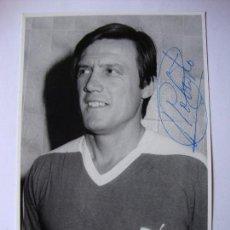Coleccionismo deportivo: FOTOGRAFÍA ORIGINAL FIRMADA POR ROBERTO GIL, JUGADOR DEL VALENCIA, C.F. DE LOS AÑOS 60-70. . Lote 55780714